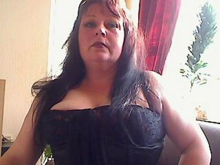 Dominante 40 * gut oder böse * Sende PRIVAT* Aussehen: giftgrüne Augen ** schwarze Haare ** fraulicher Body Vorlieben: Nylons ** Lack ** Leder ** High-Heels.